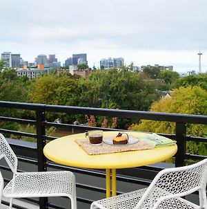 New Listing! Chic Capitol Hill Condo With Courtyards Condo photos Exterior
