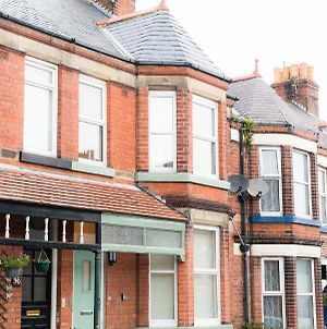 Ashville Lodge- We Are Open! A Spacious 5 Bedroomed Victorian Townhouse With Ample Free Parking By Scarborough Stays photos Exterior