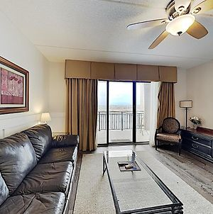 New Listing! Lovely Riverfront Condo With Balcony Condo photos Exterior