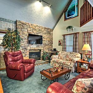 Cozy Pigeon Forge Cabin W/Deck-5 Mins To Downtown! photos Exterior