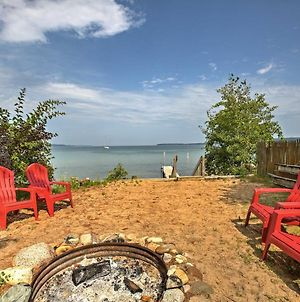Studio Apt With Shared Beach-Steps To Suttons Bay! photos Exterior