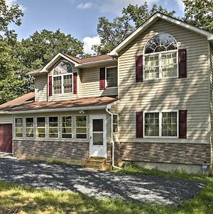 Bushkill House With Deck & Resort Community Amenities photos Exterior