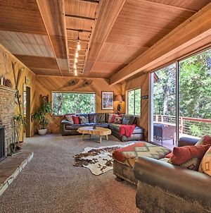 Expansive Retreat With Deck, Game Room And Lake Views! photos Exterior