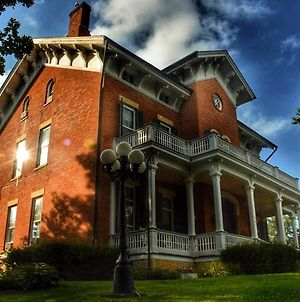 The Victorian Mansion photos Exterior