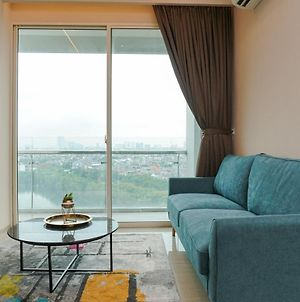 Cozy And Comfy 2Br Citralake Suites Apartment By Travelio photos Exterior