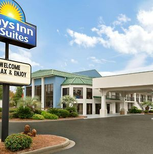 Days Inn & Suites By Wyndham Savannah Midtown photos Exterior