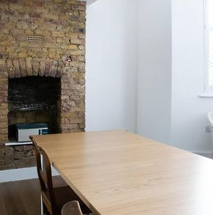 Modern 1 Bed 2-Storey Flat In Clapton photos Exterior