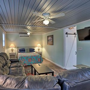 Studio With Outdoor Shower 6 Mi To Ocean Isle Beach! photos Exterior
