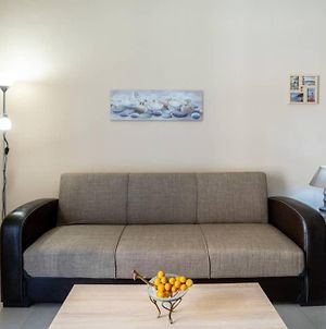 Charming Fully-Equipped Apt, 5 Min Walk From Metro photos Exterior