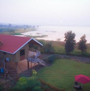 Lake View Holiday Villa Near Sula Wine Yard With 3 Bdrms photos Exterior