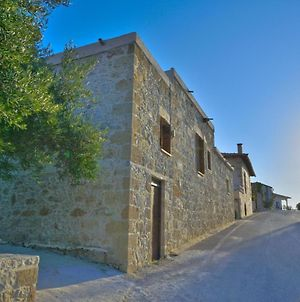 Picturesque Traditional Stone House photos Exterior