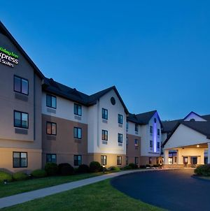 Holiday Inn Express & Suites Bradley Airport, An Ihg Hotel photos Exterior
