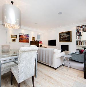 Beautiful And Spacious 2 Bed2 Bath Property Just Moments From Earls Court photos Exterior