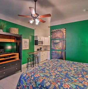Vibrant Naples Studio With Pool Access And Porch! photos Exterior