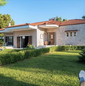 Villa Bellezza With A Large Yard And Bbq. photos Exterior