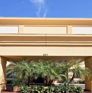 La Quinta Inn & Suites By Wyndham Tampa Fairgrounds - Casino photos Exterior