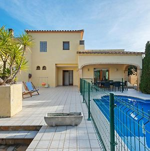 Detached Villa With Privated Pool Situated At The Seafront In Sant Pere Pescador photos Exterior