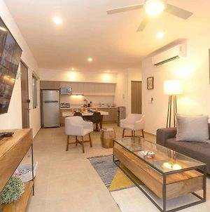 One Br Great Location, Large Roof Pool With Beautiful Views, Gym Included! photos Exterior