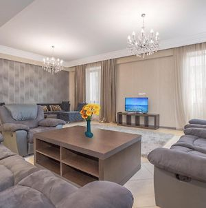 Central Yerevan 3 Bedroom Luxury Apartment,Near Republic Square photos Exterior