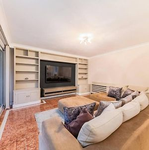 Stunning 3 Bed House With Balcony. 3 Mins Walk To Harrods photos Exterior