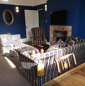 2 Bedroom Apartment At Kent Escapes Short Lets & Serviced Accommodation Kent, Bouverie Escape Folkestone With Wifi photos Exterior