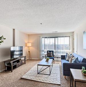 Beautiful 2-Bedroom Flat Just Outside D.C. photos Exterior
