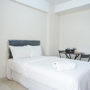 Fully Furnished Studio At Green Park View Apartment By Travelio photos Exterior