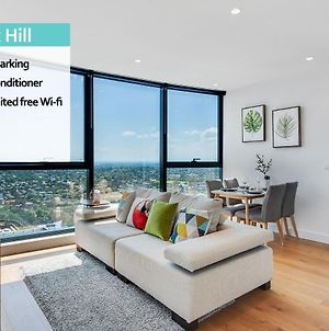 Kozyguru Box Hill Designer Home With View 2 Bed Free Parking Vbh850 photos Exterior