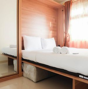Fully Furnished And Comfortable 2Br Green Pramuka Apartment By Travelio photos Exterior
