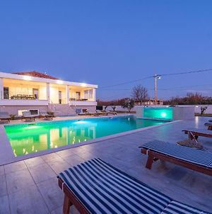 Spacious Holiday Home In Galovac With Jacuzzi photos Exterior