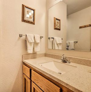 Homey Truckee Escape With Deck And Community Amenities! photos Exterior