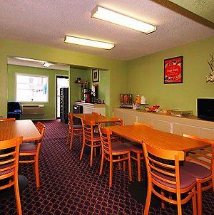 Econo Lodge Bay City photos Restaurant