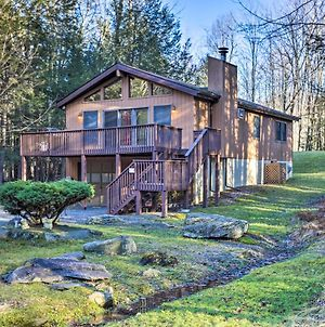 Kid-Friendly Lake Ariel Cabin With Resort Amenities! photos Exterior