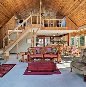 Spacious Lake Sinclair A-Frame With Furnished Deck photos Exterior