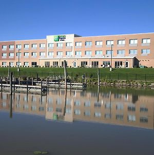 Holiday Inn Express & Suites Port Huron, An Ihg Hotel photos Exterior