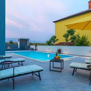 Family Friendly Apartments With A Swimming Pool Novalja, Pag - 17052 photos Exterior