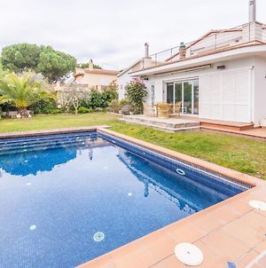 Lively Holiday Home In L'Escala With Swimming Pool photos Room