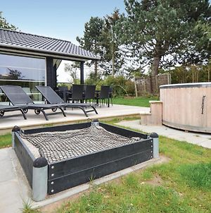 Six Bedroom Holiday Home In Ebeltoft photos Exterior