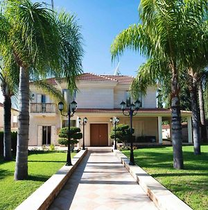 Luxury 4 Bedroom Villa In Prime Location photos Exterior