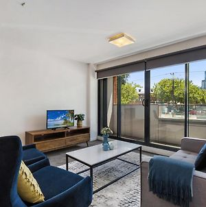 Stylish 2-Bed Apartment With Parking In Hip Area photos Exterior