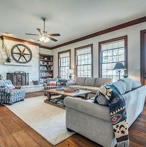 Beautiful Hill Country Ranch Home - 4 Mi To Town! photos Exterior