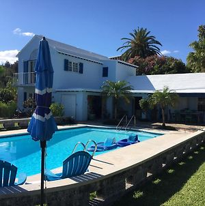 Poolside One Bedroom Apartment In Great Location photos Exterior