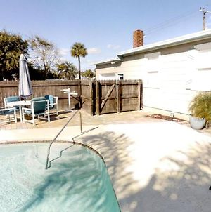 3 Bedroom Bungalow With Private Fenced Pool Just One Mile From Historic Downtown Home photos Exterior