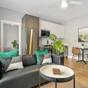 Contemporary Stylish 1Br Apt In Lakeview B2 photos Exterior