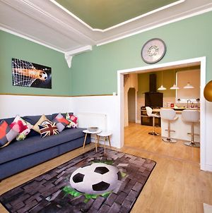 Air Host And Stay - Daisy House - Large 3 Bedroom Sleeps 8 10 Minutes From City Centre photos Exterior