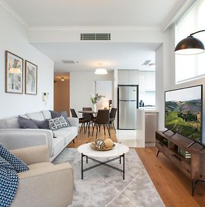 Tidy Apartment With Balcony And Parking Near Trains photos Exterior