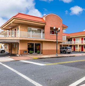 Econo Lodge Beach And Boardwalk photos Exterior