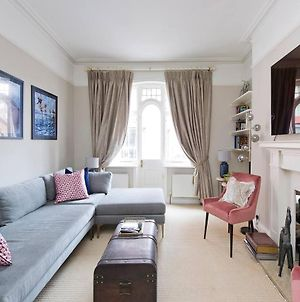 Luxurious 2-Bed Apt, 5 Mins From Buckingham Palace photos Exterior