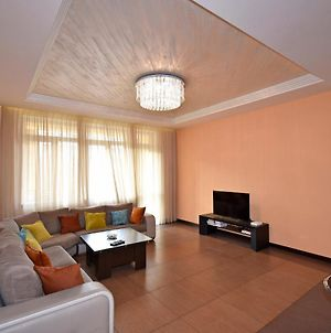 Northern Avenue 2 Bedroom Modern Apartment With Balcony Hh570 photos Exterior