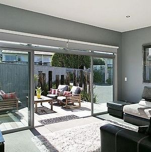 Modern And Comfortable - Central Taupo Holiday Home photos Exterior